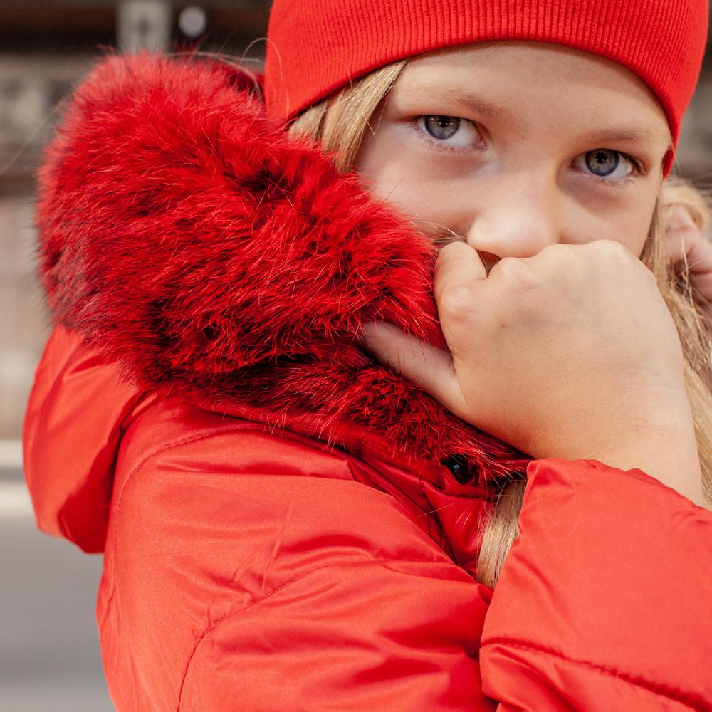 Подростковое демисезонное пальто красного цвета из водоотталкивающей плащевки