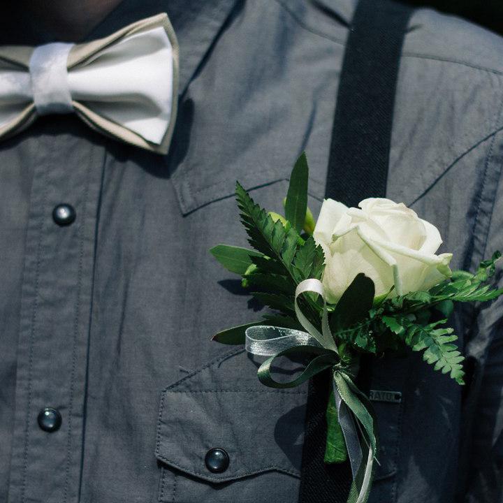 Бутоньерка для жениха Пермь Лесная свадьба эко рустик белая роза