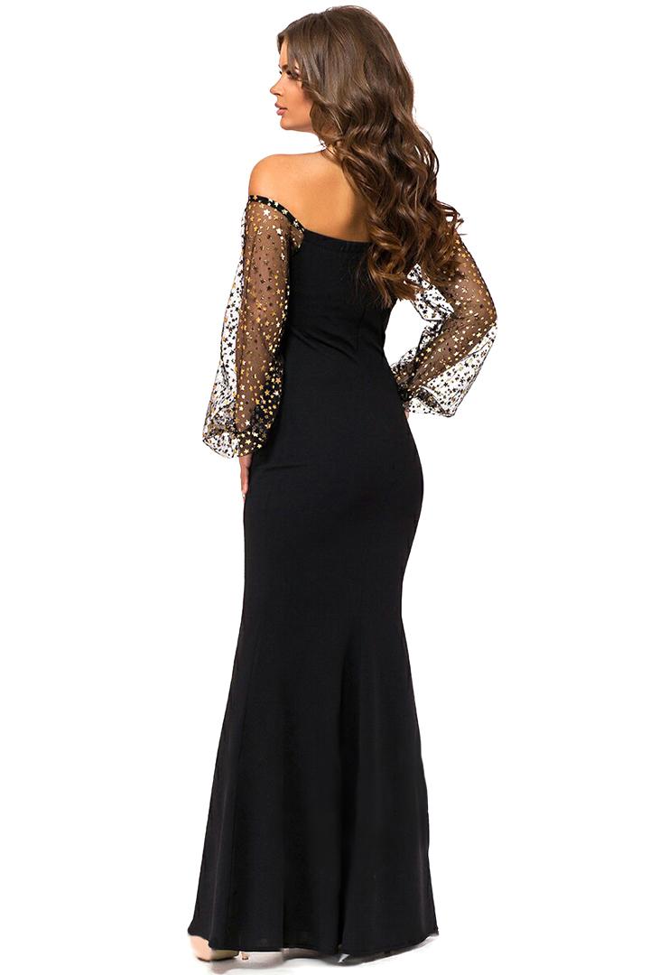 Длинное вечернее платье с открытыми плечами, с блестящими золотыми звездами
