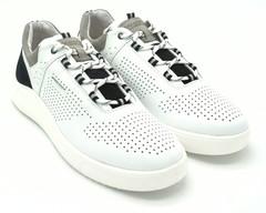 Белые кожаные кроссовки с перфорацией и контрастными вставками