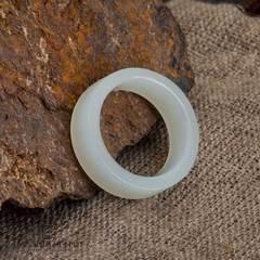 Кольцо цельное из белого нефрита