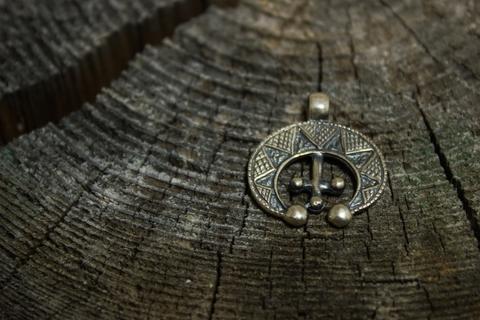 оберег из серебра Лунница
