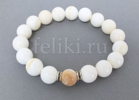 браслет из натурального белого перламутра_браслет белый на резинке_фото