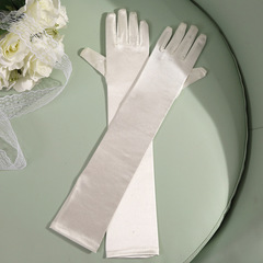 Атласные перчатки (кремовые) 004