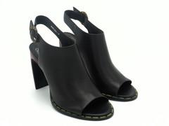 Босоножки черные на фигурном каблуке