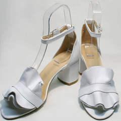 Летние босоножки на устойчивом каблуке Ari Andano K-0100 White.