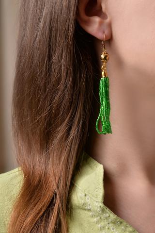 Серьги бисерные зеленые длинные