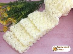 Ткань Розы на сетке кремовая