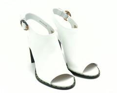 Босоножки белого цвета натуральная кожа высокий каблук.