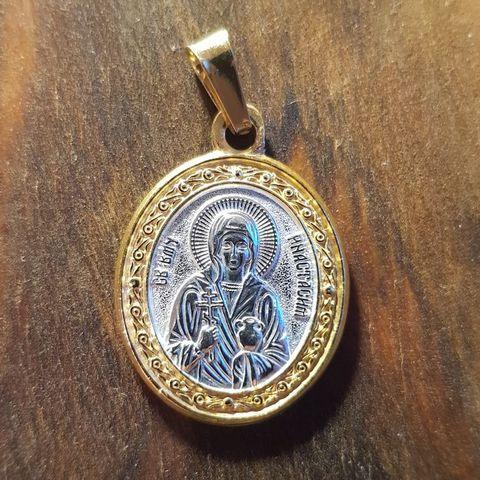 Нательная именная икона святая Анастасия с позолотой кулон с молитвой