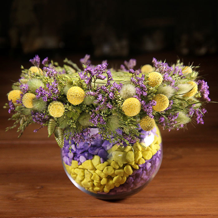 Декор интерьера яркая желтая фиолетовая зеленая летняя композиция из сухоцветов и стабилизированных цветов Пермь