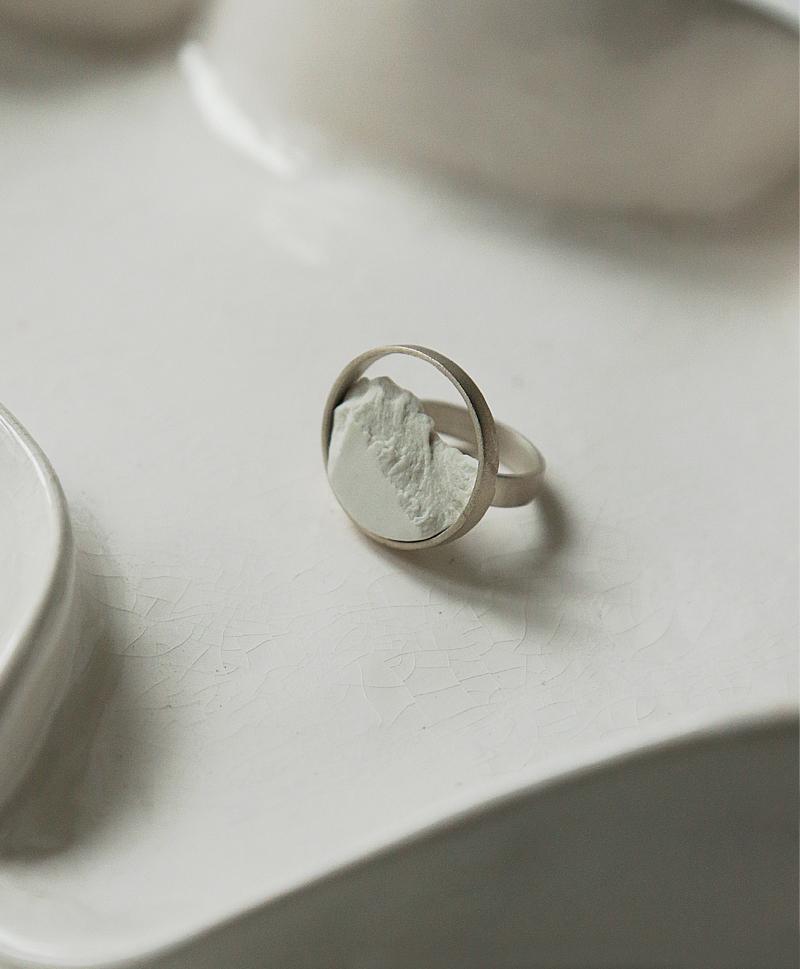 кольцо-белое