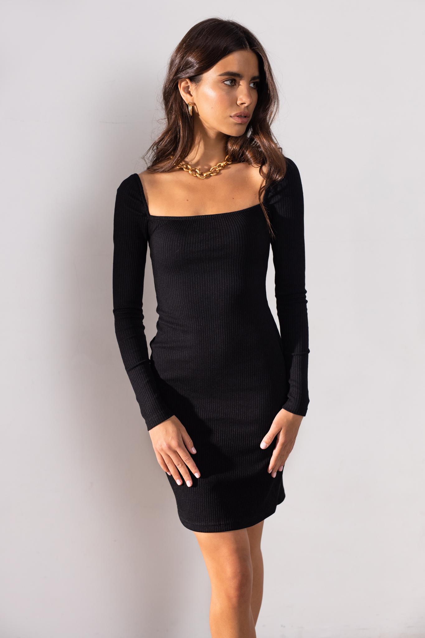 Трикотажное платье с квадратным вырезом (черный)