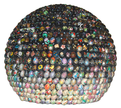 Small sphere, black and grey, floor-mounted