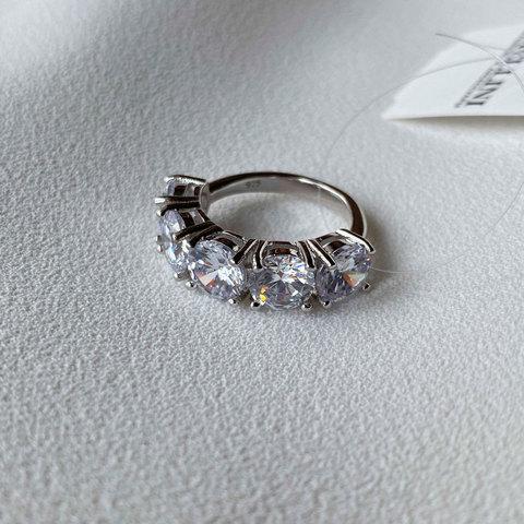 Кольцо с пятью круглыми цирконами в закрепах (серебро 925)