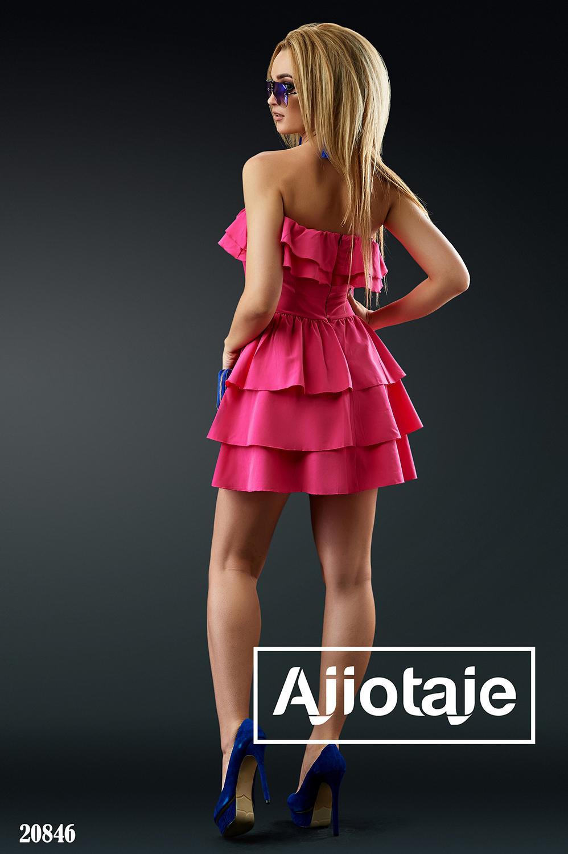 Платье малинового цвета с воланами