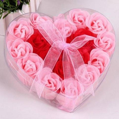 Мыльные розы в подарочной коробке в виде сердца розовые