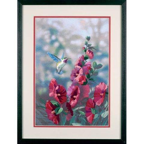 Колибри в цветах