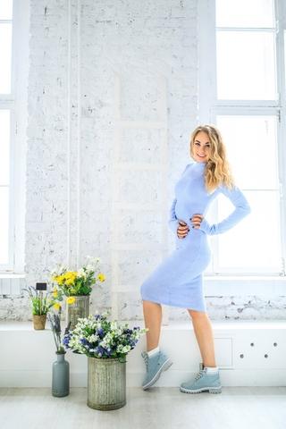 Платье шерстяное с вырезом лодочка голубое