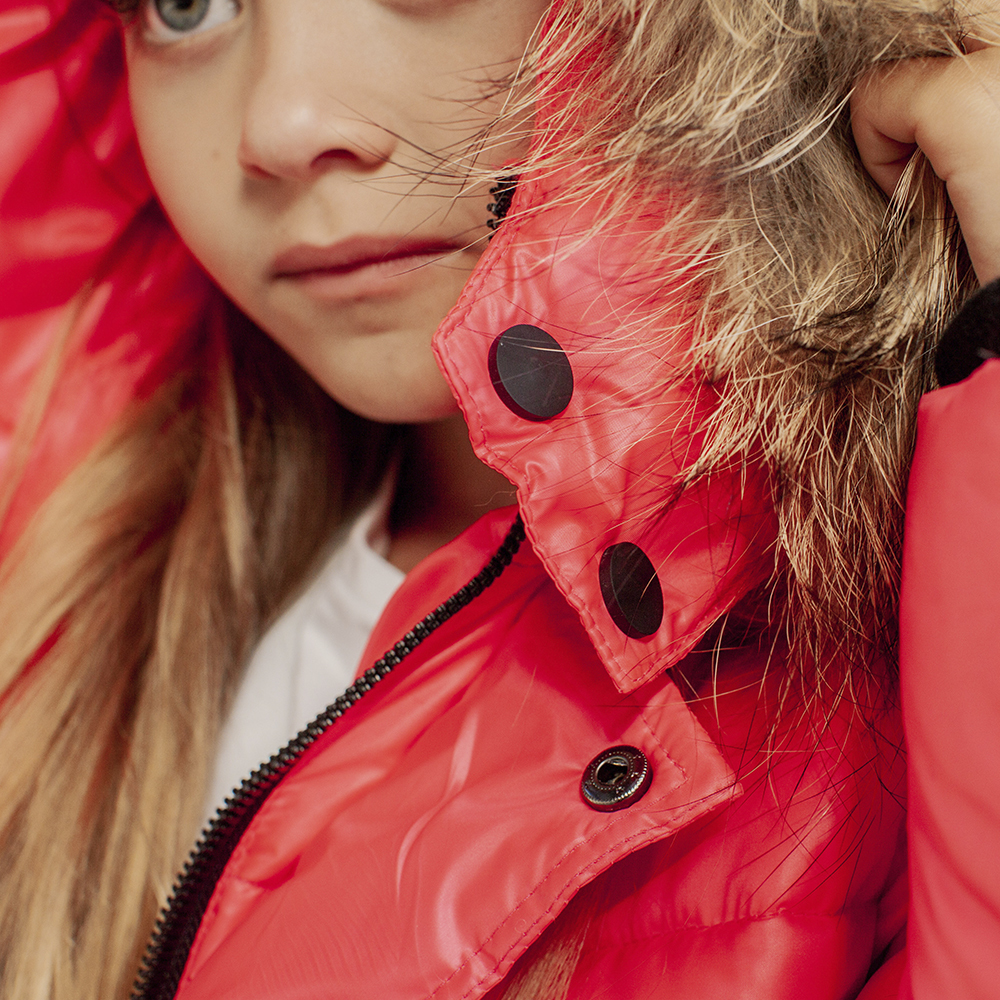 Дитяча зимова куртка з натуральної опушки неоново-рожевого кольору на дівчинку