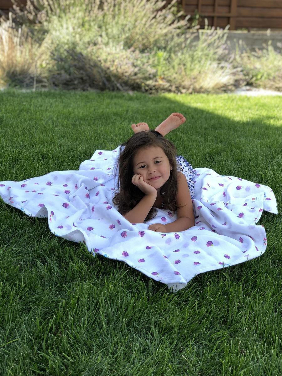 Имеджевое фото девочки с одеялом из коллекции малышарики