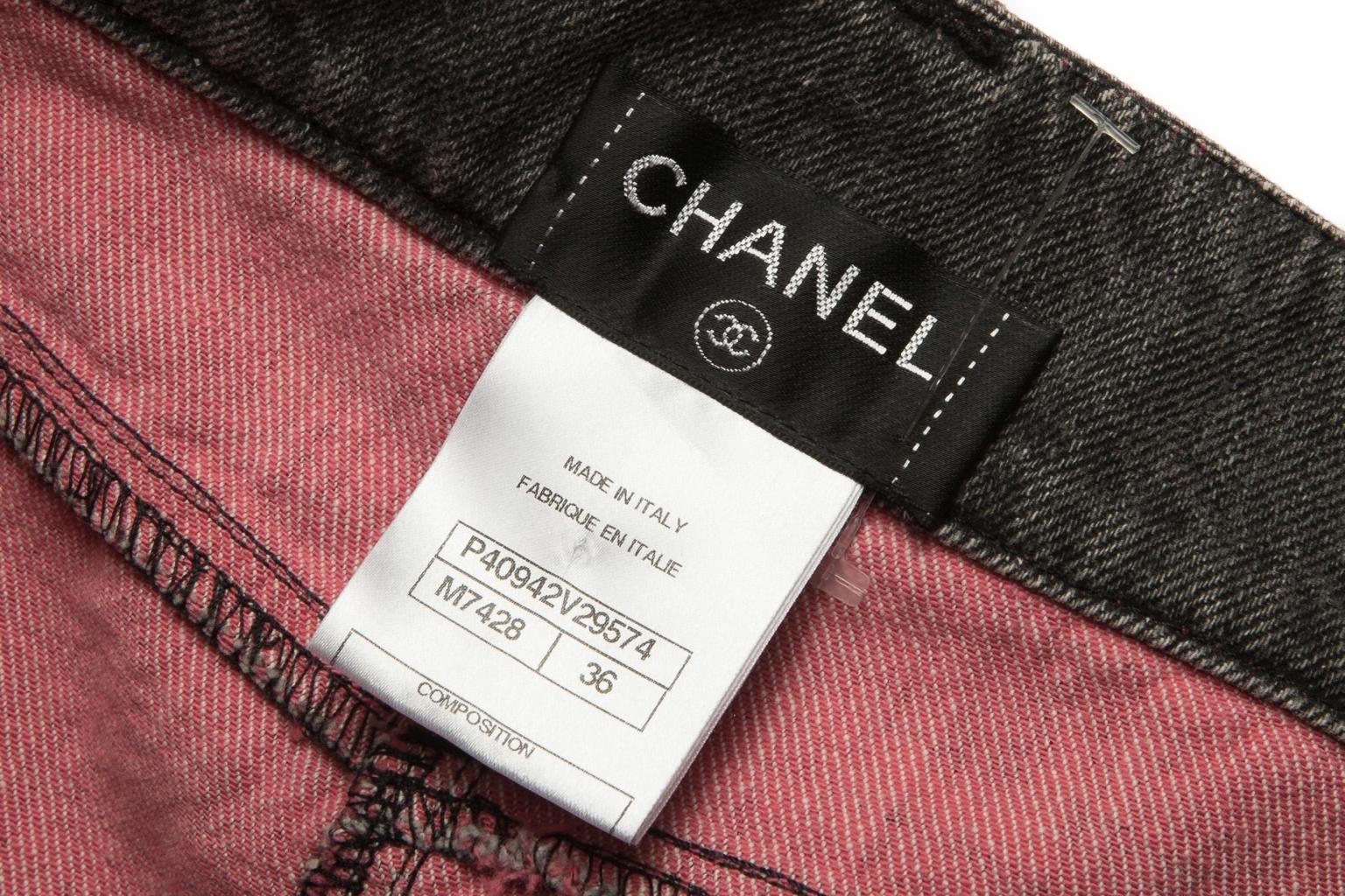 Кокетливая джинсовая юбка от Chanel, 36 размер.