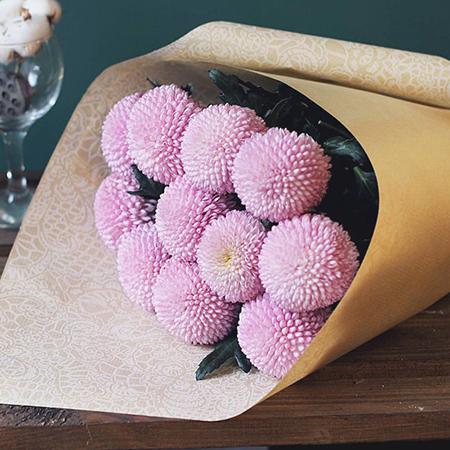 Купить букет розовых шар помпон 11 хризантем в Перми