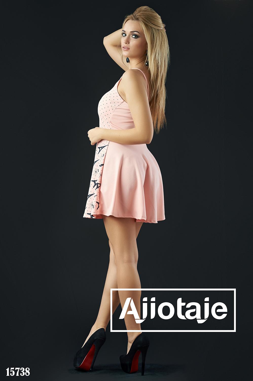 Персиковое платье мини с отрезной юбочкой