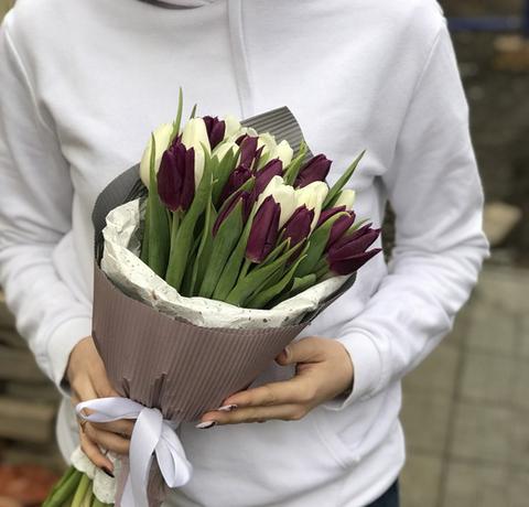 Букет из 19 тюльпанов