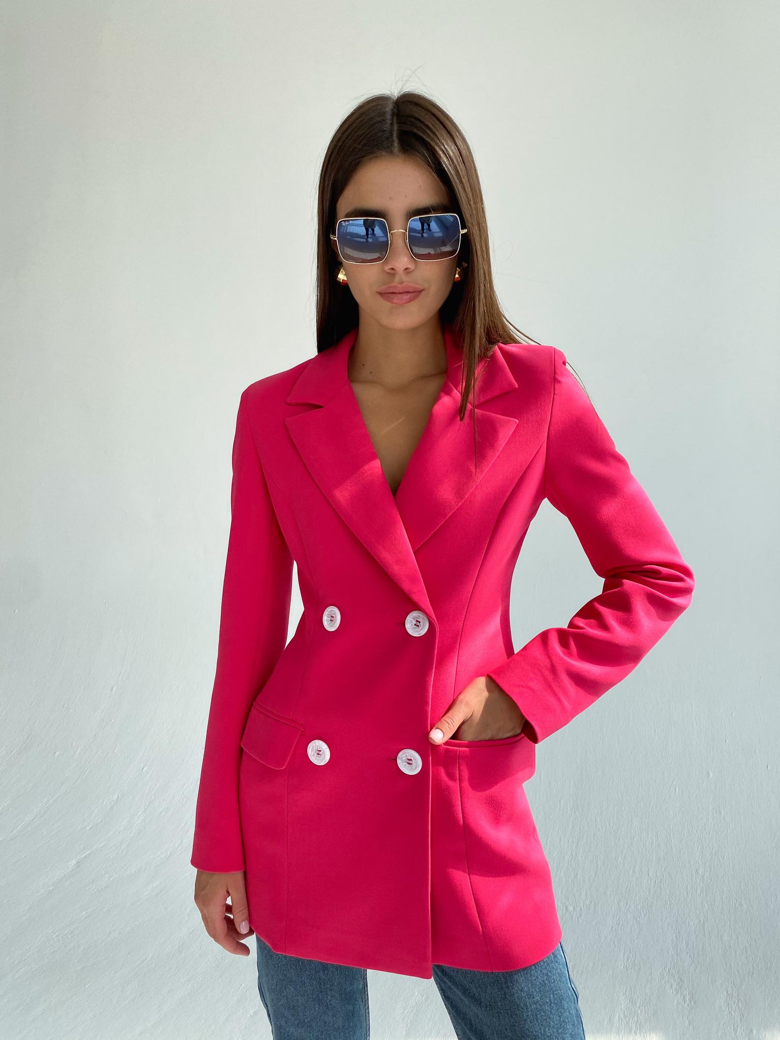 Приталенный двубортный пиджак (фуксия)