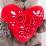 Кот Басик с красным сердечком