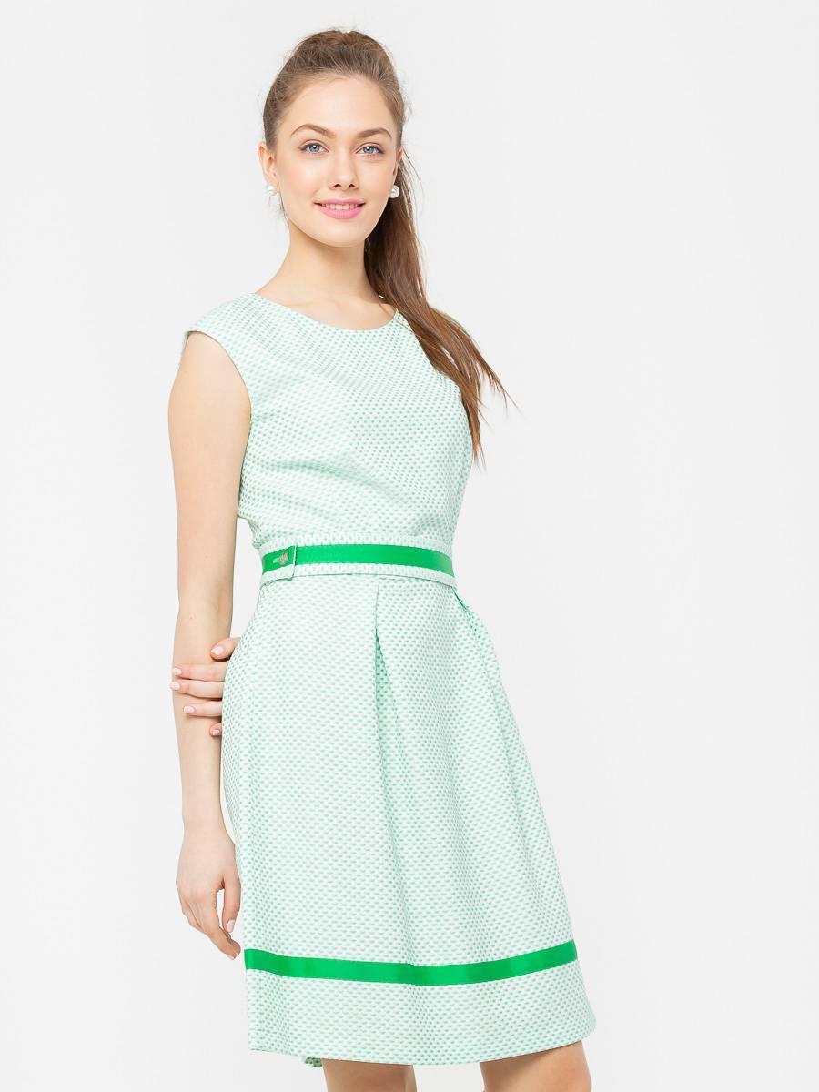 Платье З199б-794 - Приталенное короткое платье нежно-зеленого цвета. Контрастная зеленая лента на поясе и по низу изделия визуально суживает талию и создает идеальные женские пропорции.Женственное и милое платье из фактурной ткани со спускной линией плеча и отделкой из репсовой ленты. Этот кокетливый и легкий фасон прекрасно подходит практически всем, скрывая недостатки фигуры.Благодаря содержанию полиэстера в составе ткани платье более износостойкое, его можно стирать при температуре даже выше 40°С, при этом не теряется цвет.Классические линии кроя идеально обрисовывают женственный силуэт. Подходит для офиса, романтических встреч, праздничных и вечерних мероприятий.