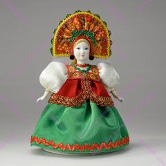 Сувенирная кукла в круглом кокошнике с фатой