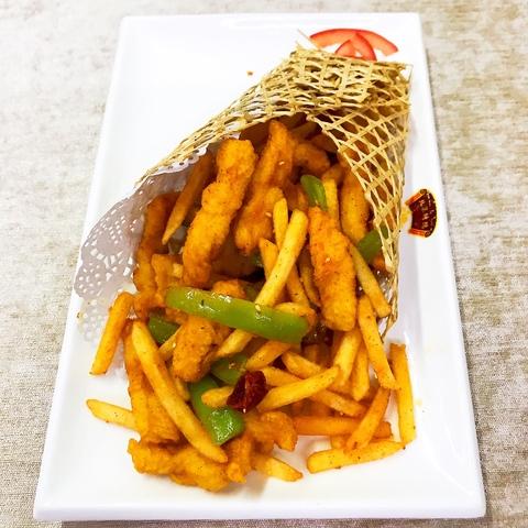 38-22Куриное филе в крахмале с картофелем фри鸡肉薯条