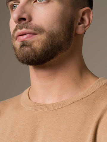 Мужской джемпер бежевого цвета из шерсти и шелка - фото 4