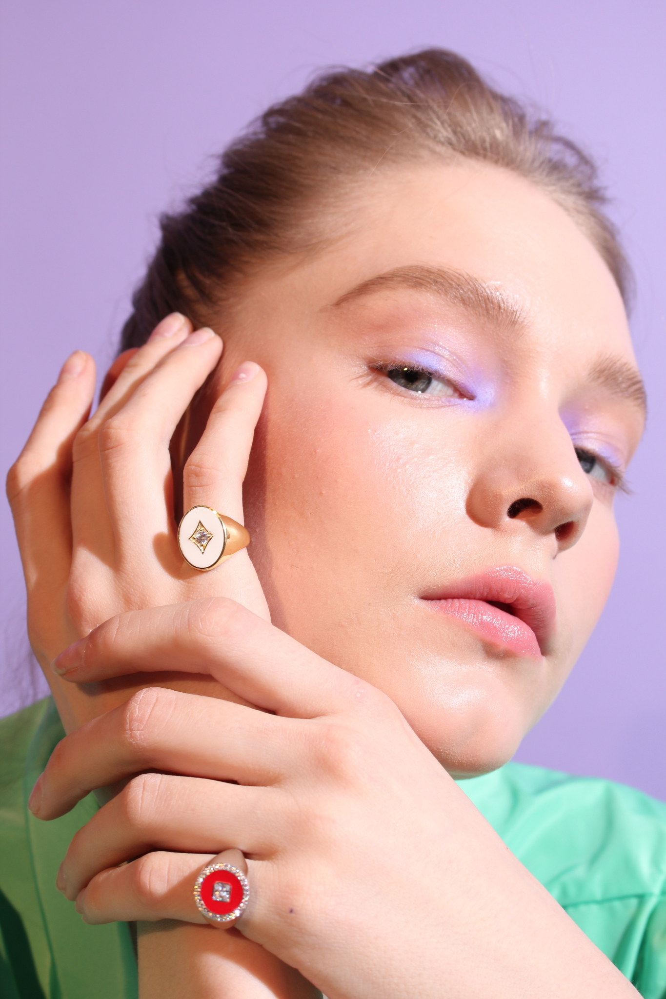 Signet ring in gold plated silver and white enamel