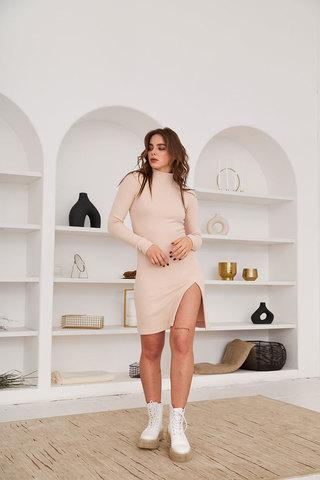 Платье мини с разрезом из лапши с пич-эффектом ванильного цвета