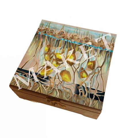 Деревянная шкатулка в дизайне платка