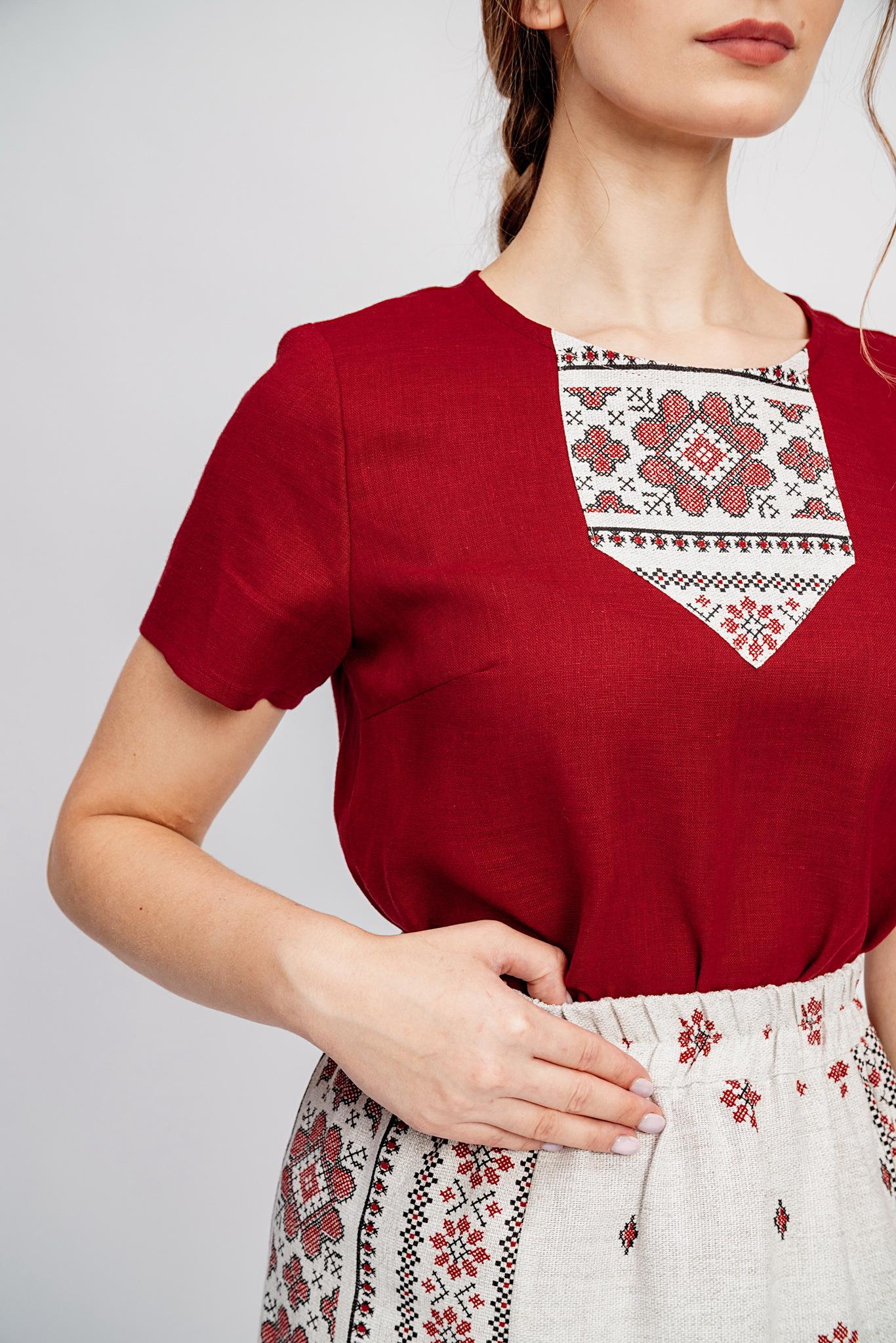 Льняная блузка в русском стиле
