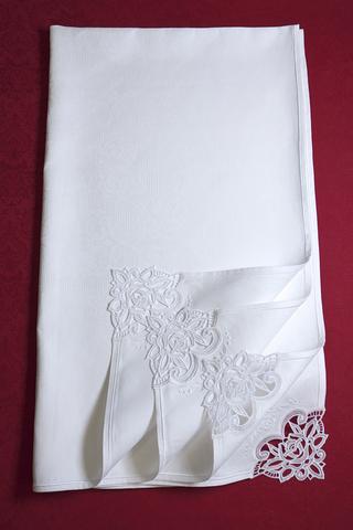 Праздничная льняная скатерть с вышивкой