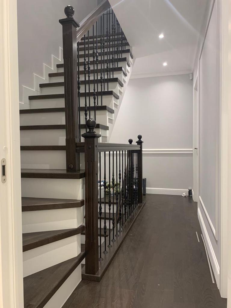 Отделка бетонной лестницы деревом №122