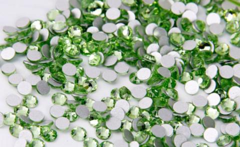 Стразы SS6 светлый зелёный перидот 100 шт