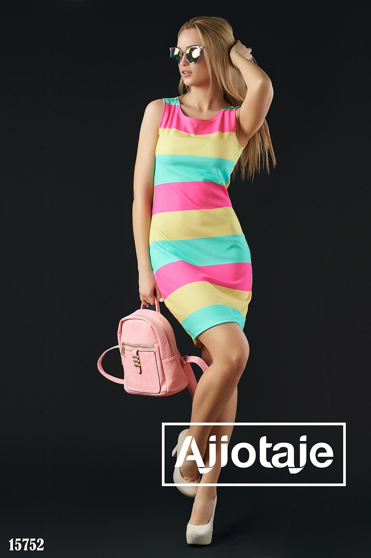 Трехцветное платье облегающего силуэта