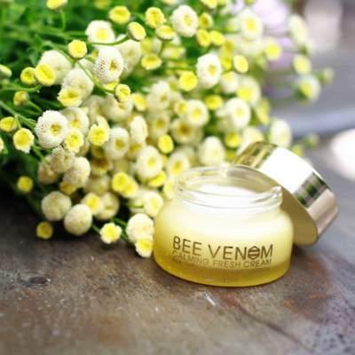 Крем для лица с прополисом и пчелиным ядом Mizon Bee Venom Calming Fresh Cream