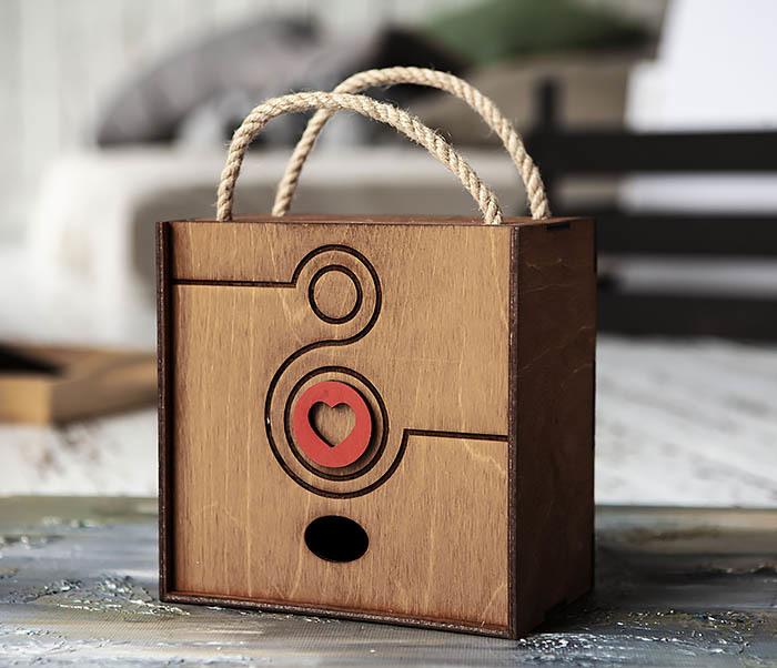 BOX221-2 Большая коричневая коробка «8» к женскому празднику (17*17*10 см)