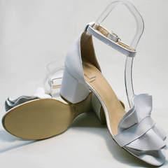 Модные белые босоножки на толстом каблуке Ari Andano K-0100 White.