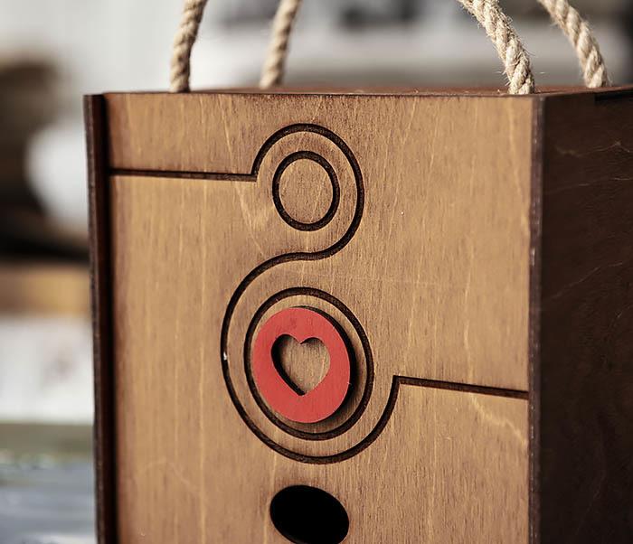 BOX221-2 Большая коричневая коробка «8» к женскому празднику (17*17*10 см) фото 02