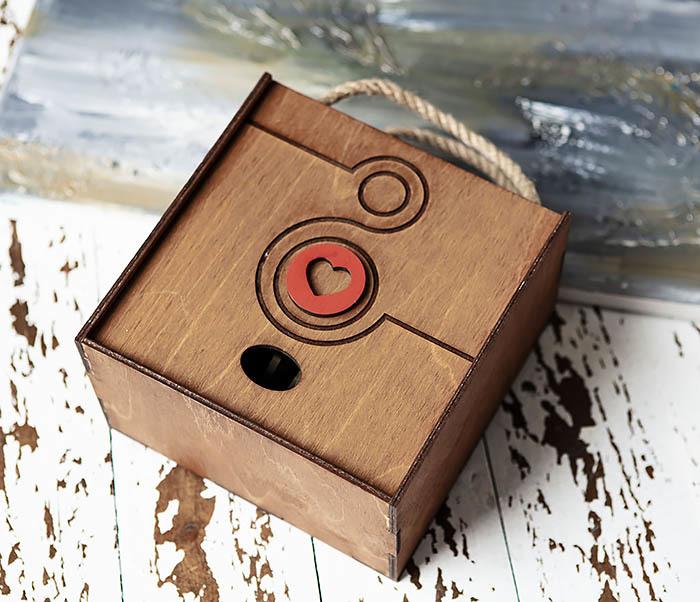 BOX221-2 Большая коричневая коробка «8» к женскому празднику (17*17*10 см) фото 03