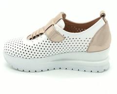 Кожаные кроссовки на платформе с перфорацией