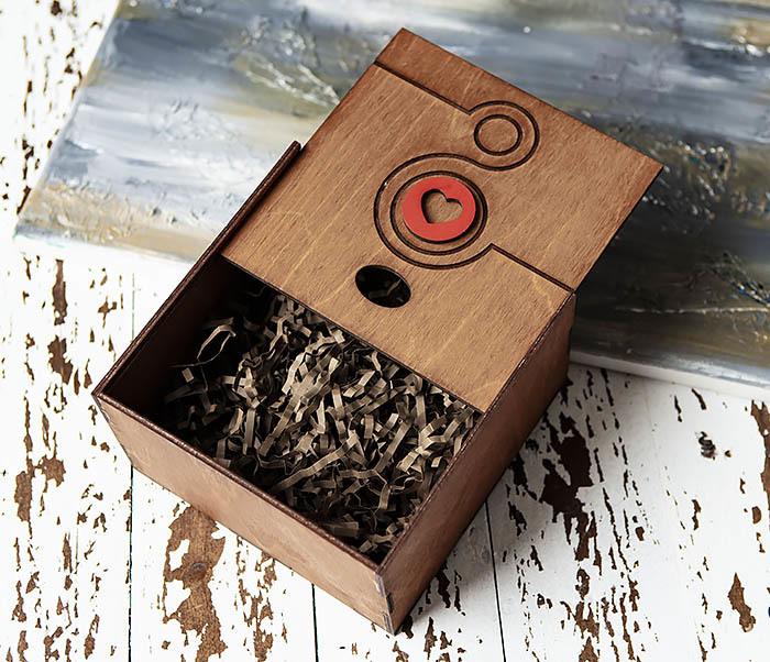 BOX221-2 Большая коричневая коробка «8» к женскому празднику (17*17*10 см) фото 04